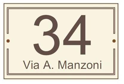 Numero civico in laminato stratificato dim. cm. 11x16,  completo di cornice perimetrale, numeri incisi e nome strada
